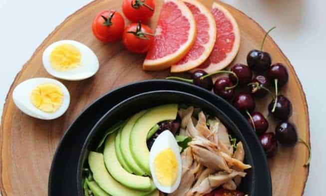 eieren, grapefruit, avocado, vlees