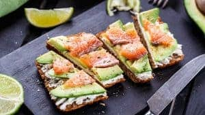 avocado- en zalmsandwiches