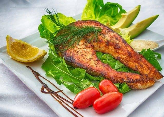 vis met groenten en citroen