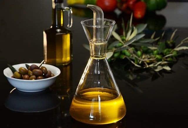 olie en groene olijven flacon