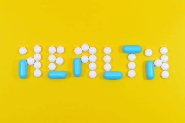 Gezond schrijven in de vorm van tabletten en capsules