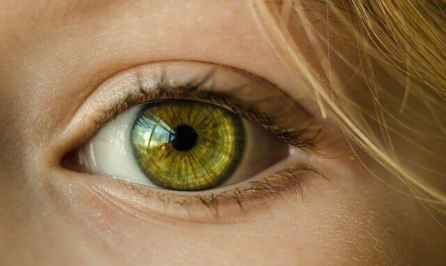 Het oog van een vrouw