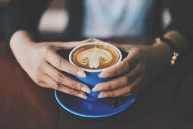 kopje koffie in je handen