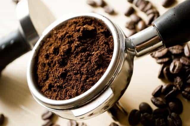 lepel gemalen koffie
