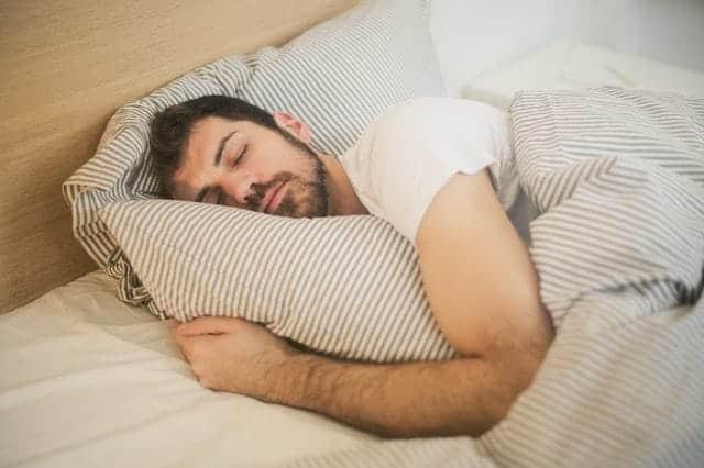 man in diepe slaap